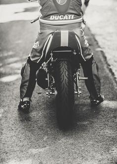 Ducati : http://laurentnivalle.fr/new/lens_portfolio/cafe-racer-festival/