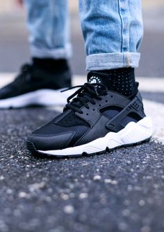 Polka dot socks & Nike #huarache #nike