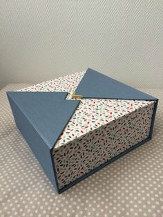 A nice fabric from Cultura married to a skivertex Wood Teapot ! Jewelry Packaging, Box Packaging, Packaging Design, Carton Board, Diwali Gift Hampers, Gift Box Design, Gift Wraping, Wine Case, Diy Gift Box