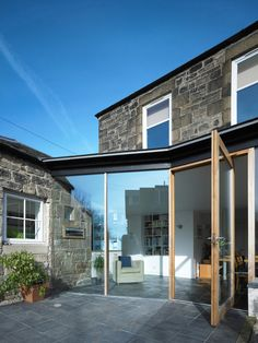 An award-winning extension and alteration of a house in Edinburgh, by WT Architecture. House Extension Design, Glass Extension, Rear Extension, House Design, Extension Ideas, Porch Extension, Zinc Roof, Architectural Association, Glazed Walls