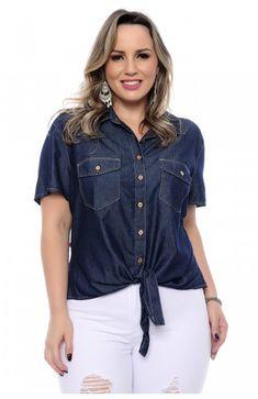 d3d4514f7 Camisa jeans plus size com amarração frontal. Fecho frontal por lindos  botões dourados. Bolsoso