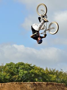 BMX Front-Flip - The Finist'Air Show is an international Motocross and BMX freestyle event: it was held today in Brittany (western France).  The rider on my picture is Jaie Toohey (Australia): one of the best in the world on a BMX!   Le Finist'Air Show est un événement de freestyle international en Motocross et BMX: il a eu lieu aujourd'hui en Bretagne.   Le rider sur ma photo est Jaie Toohey (Australie): l'un des meilleurs dans le monde sur un BMX!