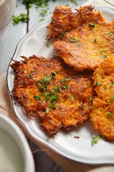 Placki z marchewki - niebo na talerzu Tandoori Chicken, Food Inspiration, Healthy Recipes, Healthy Food, Cooking, Ethnic Recipes, Easy, Teller, Dinner Ideas