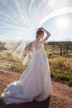 Allison Williams wears Oscar De La Renta wedding dress to marry Ricky Van Veen