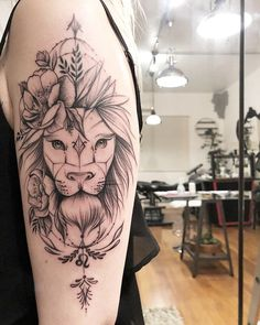 Tatuagem Leão Feminina with roses sword behind it Leo Lion Tattoos, Body Art Tattoos, Sleeve Tattoos, Tatoos, Piercing Tattoo, Piercings, Tattoos Geometric, Tattoo Trend, Bild Tattoos