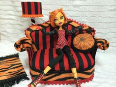 Furniture for Dolls  Monster High Clawdeen by PINKLITLEFURNITURE, €33.99