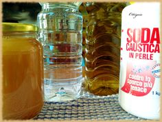 Uno degli alimenti più straordinari che la natura ci offre è il  miele .   Il miele è stato usato fin dall'antichità, oltre che come aliment...