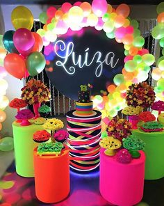 Panel Round 30 unmissable inspirations know all about this new trend in 2019 for children& party and adults who come to stay Neon Birthday, 13th Birthday Parties, Birthday Party For Teens, Birthday Party Decorations, 15th Birthday, Glow In Dark Party, Glow Stick Party, 80s Party, Disco Party