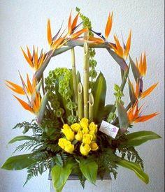 Resultado de imagen para arreglos florales con bambu y lirios