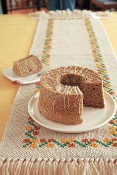 紅茶とスパイスのシフォンケーキ。細かくすりつぶして、茶葉ごとお菓子に。/今月はこれ使お!(「はんど&はあと」2013年11月号)
