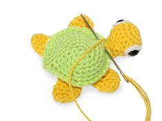 Háčkovaná želvička   Korálky.stoklasa.cz Knitted Hats, Crochet Hats, Free Crochet, Crochet Patterns, Sewing, Knitting, Toys, Character, Amigurumi