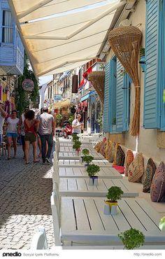 Alaçatı, Izmir, Turkey by Erkan Adıgüzel on Beautiful Streets, Beautiful Places, Troy Turkey, Cool Places To Visit, Places To Go, Photo Glamour, Outdoor Restaurant Design, Turkey Places, Sidewalk Cafe