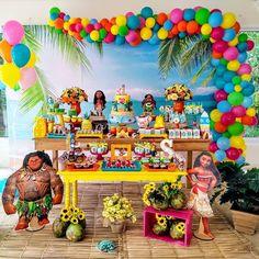 Achei essa festa tão lindinha e você? By @magicdecoracoes . . . #moana #festamoana #moanaparty #ideiasdefesta #festainfantil #festamenina… Moana Birthday Decorations, Moana Birthday Party Theme, Moana Themed Party, Birthday Party Tables, Luau Birthday, 6th Birthday Parties, Moana Party Supplies, Festa Moana Baby, Tropical Party