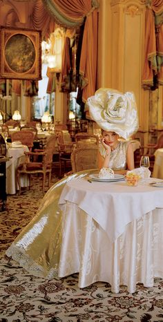 Kate Moss Photographed By Tim Walker At The Ritz For Vogue High Fashion Photography, Glamour Photography, Editorial Photography, Lifestyle Photography, Vogue Editorial, Editorial Fashion, Tim Walker Photography, Le Meurice, Vogue Brazil