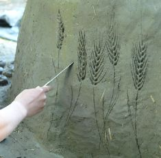 http://middleearthhome.com/wp-content/uploads/2010/06/Carving-a-design-into-cob-wall-by-RJL20.jpg