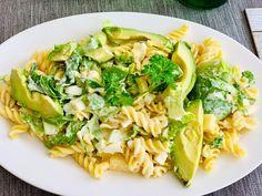 Těstovinový salát za studena se hodí k obědu, k večeři i k svačině. Podívejte se na 5 různých receptů a vyberte si ten nej. Mozzarella, Tofu, Pasta Salad, Ethnic Recipes, Cold Noodle Salads, Noodle Salads, Macaroni Salad