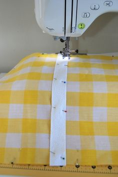 Tutorial: Sunburst Picnic Blanket – you and mie Picnic Mat, Picnic Blanket, Beach Towel Bag, Sewing Crafts, Sewing Projects, Fat Quarter Quilt, Dresden Plate, World Of Color, Getting Organized