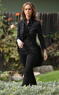 Jennifer Love Hewitt Photo - Jennifer Love Hewitt On The Set Of 'Ghost Whisperer'