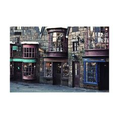 Harry Potter / Hogsmeade Village. ❤ liked on Polyvore featuring harry potter, backgrounds, hogwarts and pictures