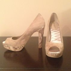 """Giani Bernini Dorean Natural Snakeskin Pillow Pump Natural nude suede leather upper. Size 7. Snakeskin covered 1"""" platform and 4 1/2"""" heel. Pillow Effect insole with plush padding, memory foam and quilted satin. Slight sole wear. Slight discoloration of suede at top of right heel. Giani Bernini Shoes"""