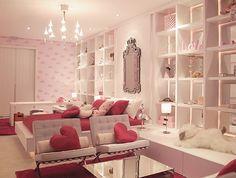 Fabulous teen girl room / young woman's apartment