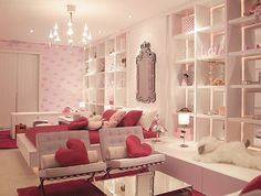 Fabulous teen girl room / young woman's apartment