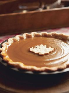 Whether we're nibbling on Nanaimo bars, butter tarts, maple cheesecake or sugar pie, Canadians love dessert. Travel the country with us as we explore Canada's sweetest treats that you'll want to bake again and again. Canadian Dishes, Canadian Cuisine, Canadian Food, Canadian Recipes, Canadian French, Köstliche Desserts, Delicious Desserts, Dessert Recipes, Pie Recipes