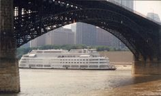 pictures of st louis 1980's | ... legs of the Eads Bridge on the St. Louis riverfront in the 1980's