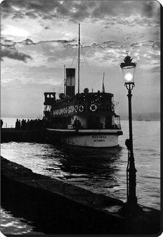 """""""Küçüksu"""" vapuru Beylerbeyi iskelesinde - 1960 Fotoğraf : Ara Güler"""