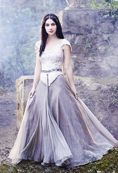 Adelaide Kane as Queen Mary ~ Reign Love the outfits she gets to wear so jealous - Ylime xxx