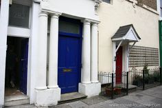 Notting Hill (1999). 280 Westbourne Park Road, Notting Hill, London W11. The famous Blue Door of the flat belonging to bookseller William Thacker (Hugh Grant). After years of being black, it's been restored to its original colour. http://www.movie-locations.com/movies/n/nottinghill.html