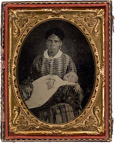 African-American women hold white children, most likely in their care. Most of these women are assumed to be either slaves or domestic servants, though one woman is notably dressed in fancy clothes. Women In History, Black History, Vintage Photographs, Vintage Photos, Post Mortem Photography, War Photography, African American History, Victorian Era, African Americans