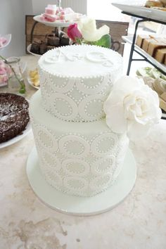 Engagement cake, geometric circle pattern inspired by a design a saw from Faye Cahill