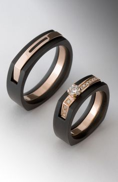 Wedding Rings Sets His And Hers, Matching Wedding Rings, Black Wedding Rings, Engagement Rings Couple, Couple Rings, Diamond Engagement Rings, Couple Ring Design, Men's Jewelry Rings, Jewellery