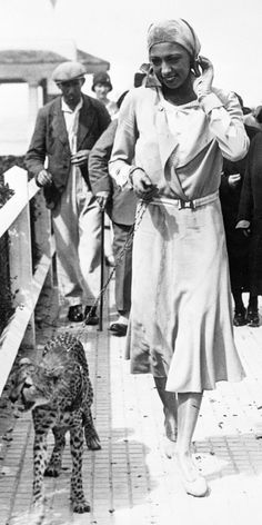 Josephine Baker and her pet cheetah, France, 1930 Josephine Baker, Black Love, Beautiful Black Women, Black And White, Vintage Black Glamour, Vintage Beauty, Black History Facts, Old Hollywood Glamour, African History