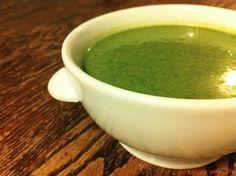Ingredientes:  3 ramos de espinafre; ½ unidade de batata doce; 4 colheres de sopa de cheiro verde picado; 4 colheres de sopa de quinoa; 2 ou 3 lâminas de gengibre; Pitada de sal; Fio