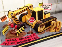 #caterpillar #cat #machine #construction #birthday #cake 2nd Birthday Boys, Birthday Bash, Birthday Parties, Dump Truck Cakes, Truck Birthday Cakes, Construction Cakes, Construction Birthday, Excavator Cake, Digger Party