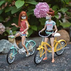 Summertime bike ride 🚲 Have you gotten much cycling in this summer yet? Baby Barbie, Barbie Sets, Barbie Doll House, Barbie Diorama, Barbies Pics, Barbie Bike, Barbie Fashionista Dolls, Diy Barbie Clothes, Beautiful Barbie Dolls