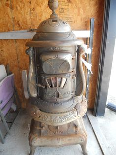 Antique Pot Belly Stove in Caraways_Treasures' Garage Sale Edgewood, IL Outdoor Cooking Stove, Wood Stove Cooking, Antique Wood Stove, How To Antique Wood, Foyers, Wood Stoves For Sale, Outdoor Wood Furnace, Pots, Old Stove