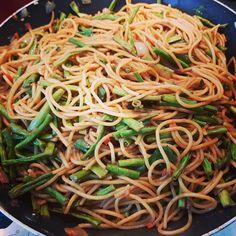 Surinaamse bami, bami met kousenband, kousenband, bami, Surinaams koken, buitenlands eten, avondeten, hoofdgerecht, tropisch, Recept, lekker eten, makkelijk eten, snel eten, spaghetti, Surinaamse keuken, zonder pakjes en zakjes, knoflook, gezond eten, snel eten, food, Surinam, faja lobi, eten. Recept,  foodblogger Suriname Food, Meat Recipes, Healthy Recipes, Yummy Recipes, Warm Food, Keto Bread, Burger, Food Pictures, Food Pics