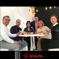 Después de 5 días y a falta de uno para cerrar Euroluce2017, el equipo Joalpa desplazado a Milán en un merecido descanso. #FieraMilano17 #Joalpa #FieraMilano #lamp #light #deco #designinterior #interiordesign #luxury #artesania #art #Euroluce #Euroluce17