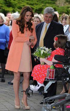 Olá! Trouxe uma belíssima foto e um look lindo! Muito amor, né gente?   Minha inspiração é a Duquesa Kate Middleton, com um look em tons pastéis. Adorei!