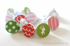 Glue paper circles to the bottom of kisses for a festive touch #christmas #kisses #craft