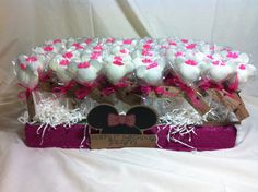 Jaelynn's 1st Birthday  Cakepops made with L♥VE by your ladies from ArtSy!#cakepops #sweets #artsycc