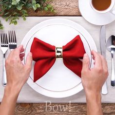 Impress your guests with these 14 napkin folds! - Impress your guests with these 14 napkin folds! - Impress your guests with these 14 napkin folds! - Impress your guests Diy Christmas Napkins, Christmas Napkin Folding, Christmas Table Decorations, Decoration Table, Christmas Diy, Christmas Napkin Rings, Origami Christmas, Christmas Table Cloth, Christmas Clothes