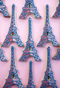 Pretty in pink and blue, these cookies are a fun way to celebrate a first-time trip to Paris. Fun Cookies, Cupcake Cookies, Decorated Cookies, Frosted Cookies, Cupcakes, Cookie Frosting, Royal Icing Cookies, Eiffel Tower Cake, Valentine Cake