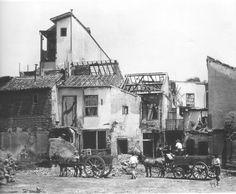 A virada do século XIX para o século XX foi marcada por muitas transformações. No Brasil uma das principais mudanças tem a ver com o surgimento das favelas. Conheça melhor como foi a origem desse cenário tipicamente brasileiro.  http://ift.tt/1GmxtuY.