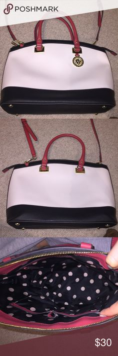 Anne Klein Tote Bag Anne Klein Tote bag used once! Looks brand new. Has handle and shoulder strap Anne Klein Bags Totes
