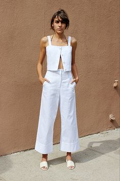From the wide-legged pants to the top, this look is perfection. #fashion #style #streetstyle