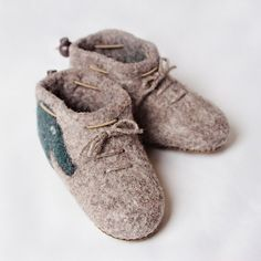 Kids house and kindergarden shoes. Very comfy and warm. Leather soles are not slippery. Handmade in Romania. Felted Wool Slippers, Sheep Wool, Kids House, Wool Felt, Baby Shoes, Comfy, Warm, Romania, Leather